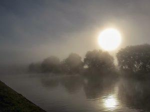 Die Nebelschwaden lichten sich - Die Sonne geht auf