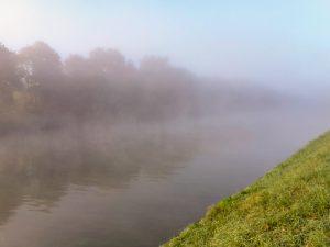 Die Nebelschwaden lichten sich - Nebelschwaden über dem Kanal